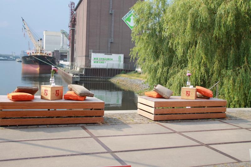 Kaffee & Kuchen in der Überseestadt: Cafés mit Plätzen an der Sonne